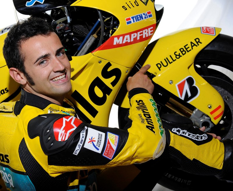 Pull & Bear Dress Up The Team Aspar for 2010 Season