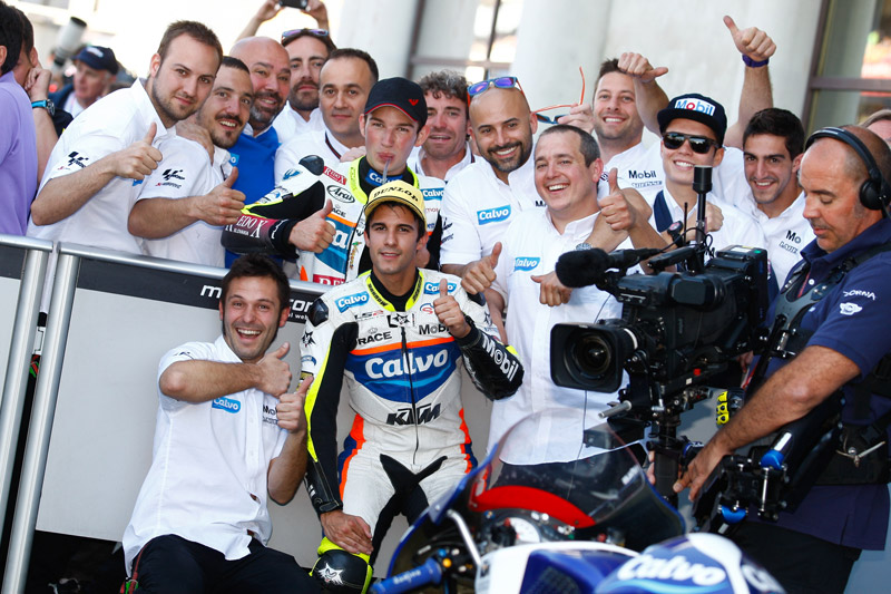 Isaac Viñales stretches himself to achieve a podium finish for Team Calvo