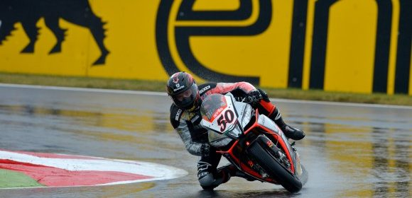 SBK: Guintoli wins Magny Cours Race 1 and narrows the gap to championship lead