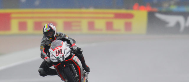 SBK: Magny Cours qualifying – Haslam splashes his way to French Tissot-Superpole win