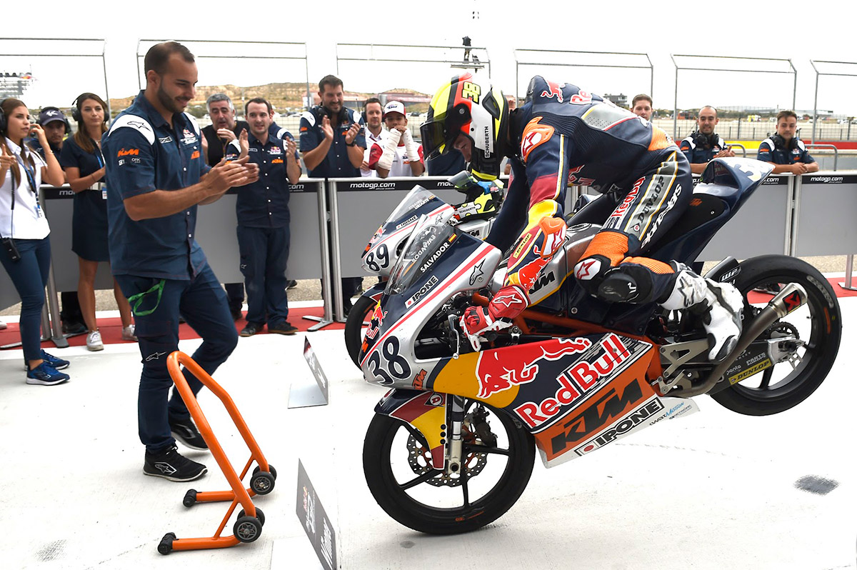 Sensational David Salvador Wins Aragon Race 2 Drawing Red Bull Rookies Cup Season To A Close Vroom Magazine Com